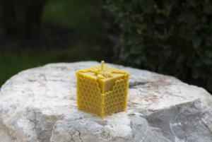 Восъчна свещ с пчеличка