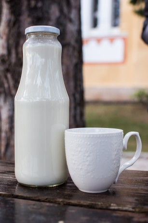 Прясно пълномаслено козе мляко